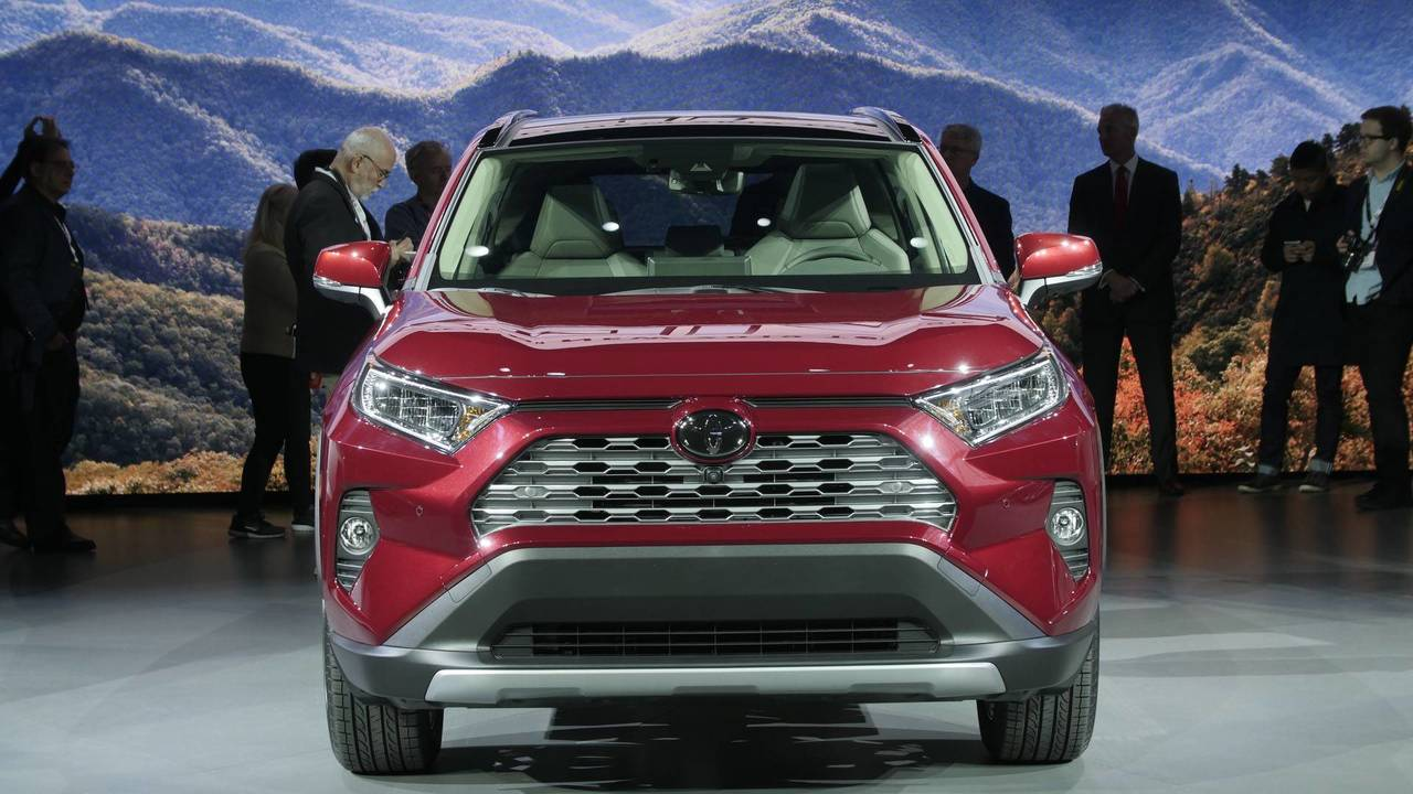 2018 Toyota Rav4 Hybrid >> 9 Things To Know About The 2019 Toyota RAV4