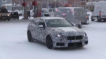 BMW 1 Serisi karda yanlarken görüntülendi