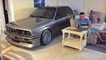 BMW hastası, M3'ünü Matthew Kasırgası'ndan korumak için evine park etti
