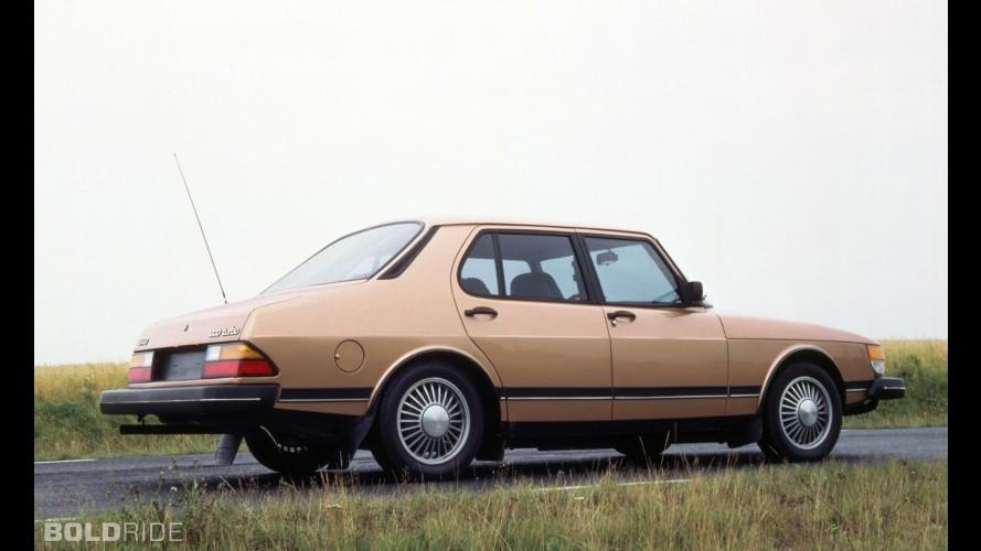 Saab 900 Sedan