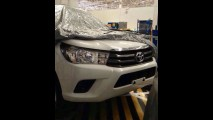 Flagra: nova geração da Toyota Hilux aparece sem disfarces
