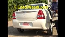Flagra: Toyota Etios reestilizado é visto sem disfarces na Índia