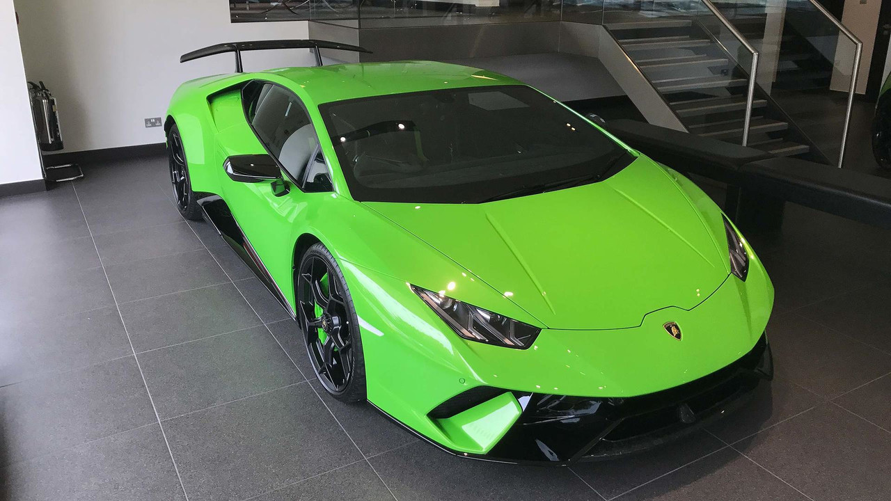 you can now test drive a lamborghini huracan performante in britain. Black Bedroom Furniture Sets. Home Design Ideas