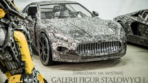 Hurda metalden yapılmış süper otomobil heykelleri