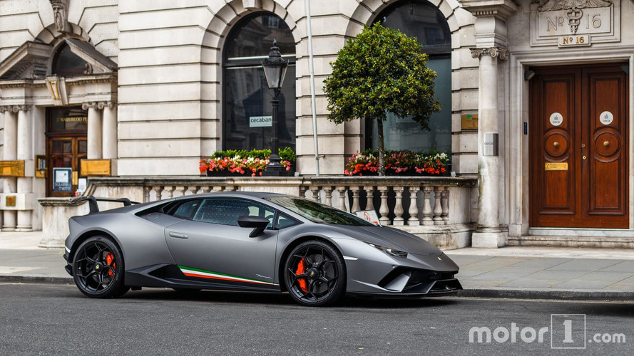 PHOTOS - La Lamborghini Huracán Performante pose à Londres