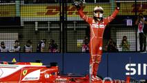 Vettel pole Singapur