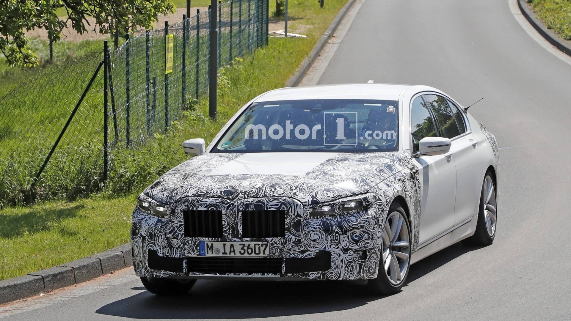 bmw-7-seri​es-facelif​t-spy-phot