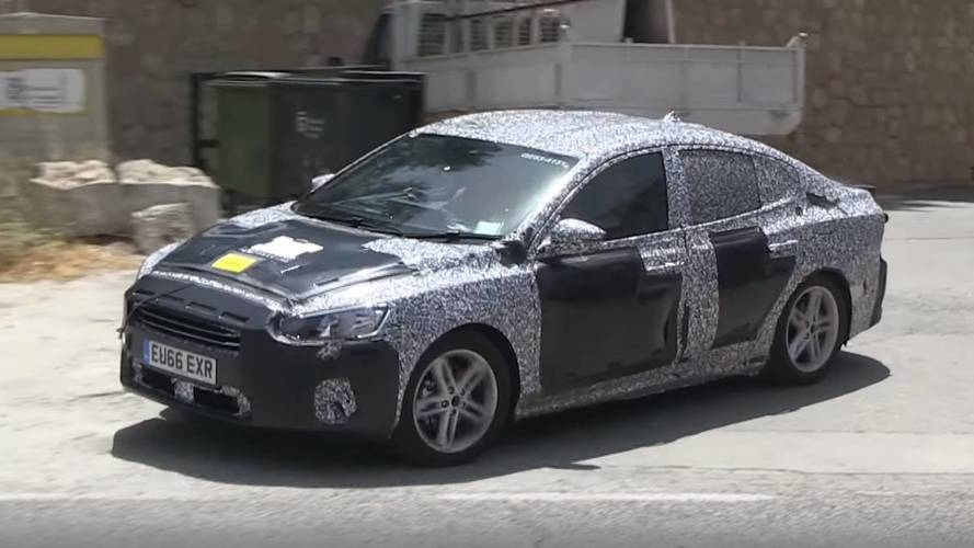 New Ford Focus Hatchback, Sedan Parade In Front Of The Spy Camera