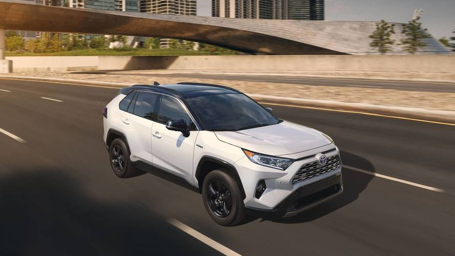 Toyota Rav4 2019 Redesign >> 2019 Toyota RAV4 Shows New York Its All-New Style