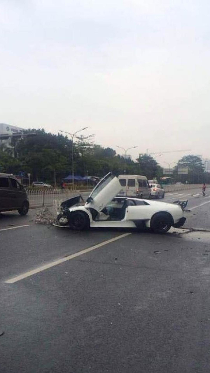 Lamborghini Murcielago SuperVeloce accident in Shenzhen