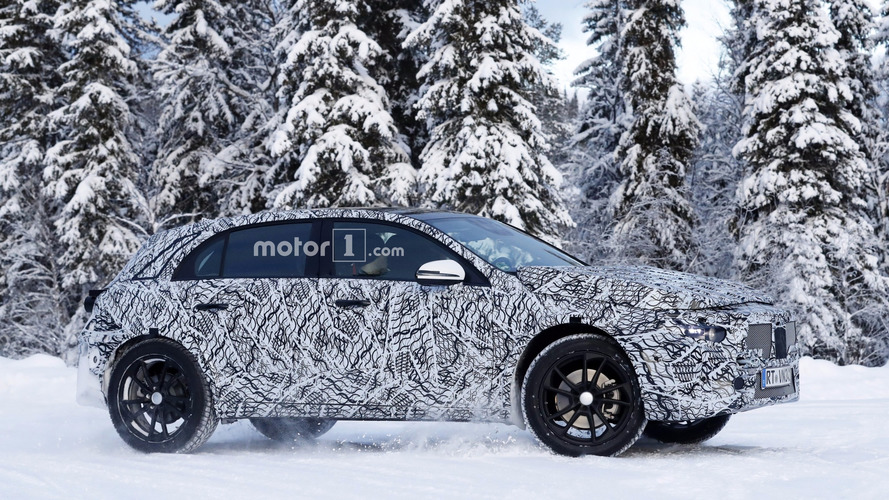Photos espion - La future génération du Mercedes GLA surprise sur la neige