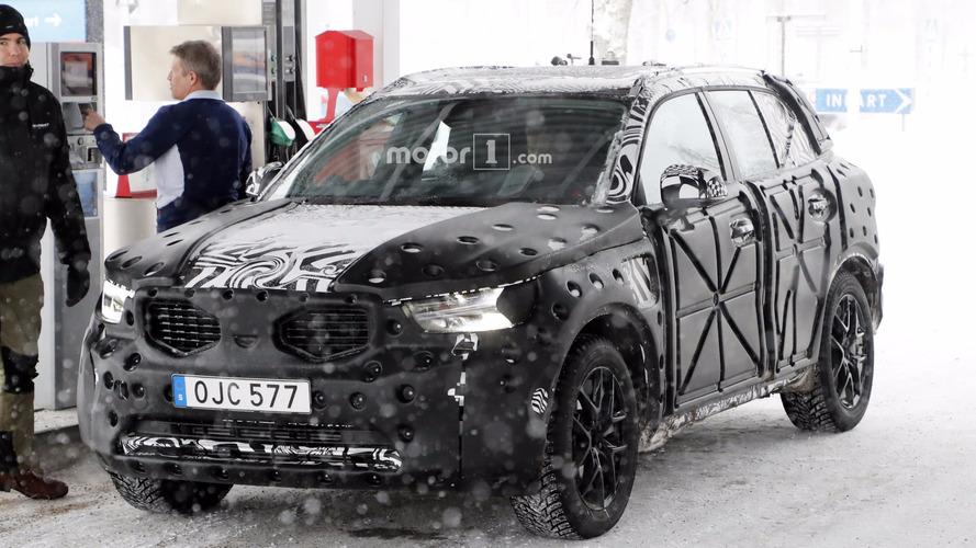 Volvo XC40 benzin istasyonunda görüntülendi