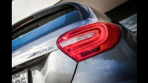 Teste CARPLACE: Mercedes A 45 AMG encara BMW M135i entre os über hot hatches