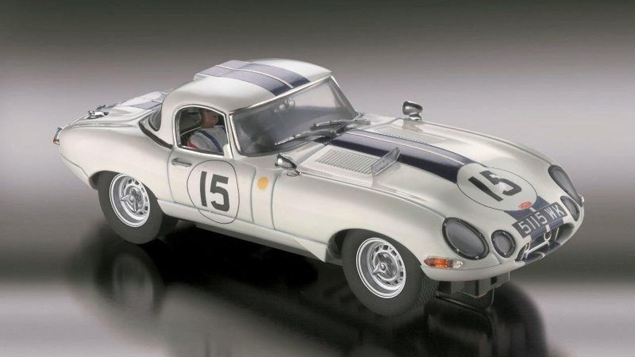 Legendary Jaguar E-Type Le Mans 1963 Slot Car by Revell