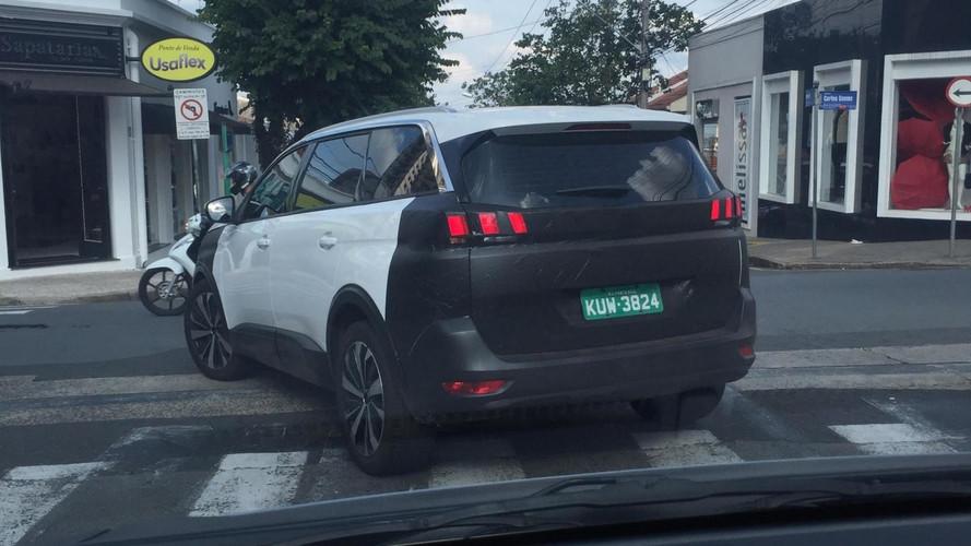 Flagra! - Peugeot 5008 roda com poucos disfarces no Brasil