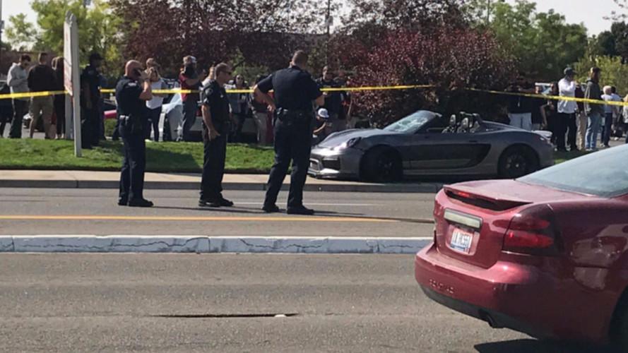 11 ember sérült meg, amikor nézők közé csapódott egy Porsche Boxster Spyder