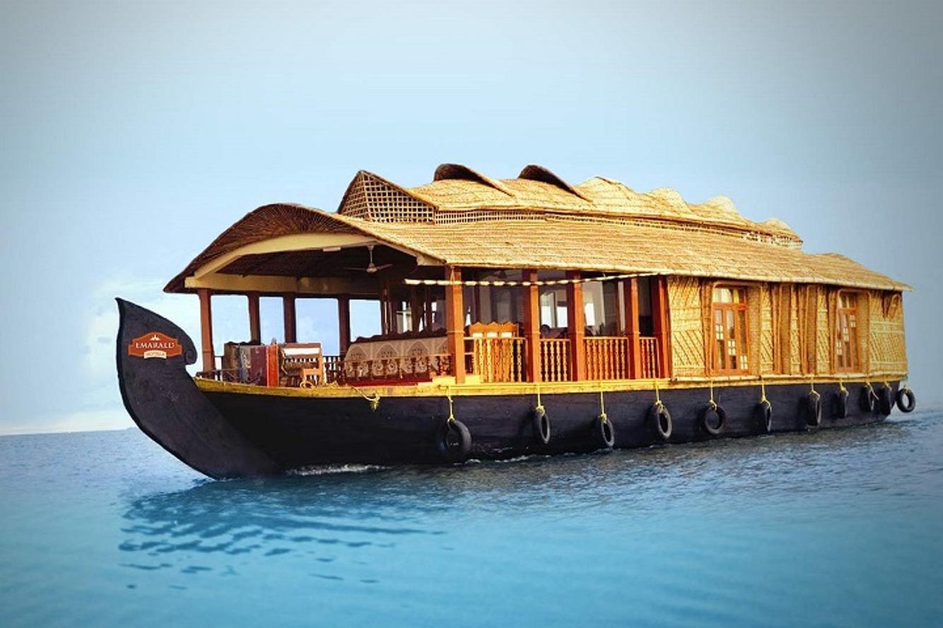 5 Amazing Houseboats to Make You Rethink Nautical Life