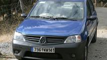SPY PHOTOS: Renault Logan