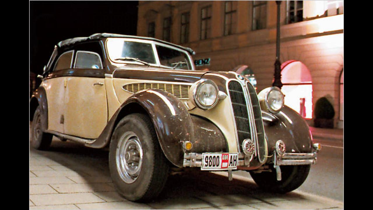 Der ebenfalls mit einer Stromlinien-Karosserie versehene BMW 326 stand 1936 in Genf