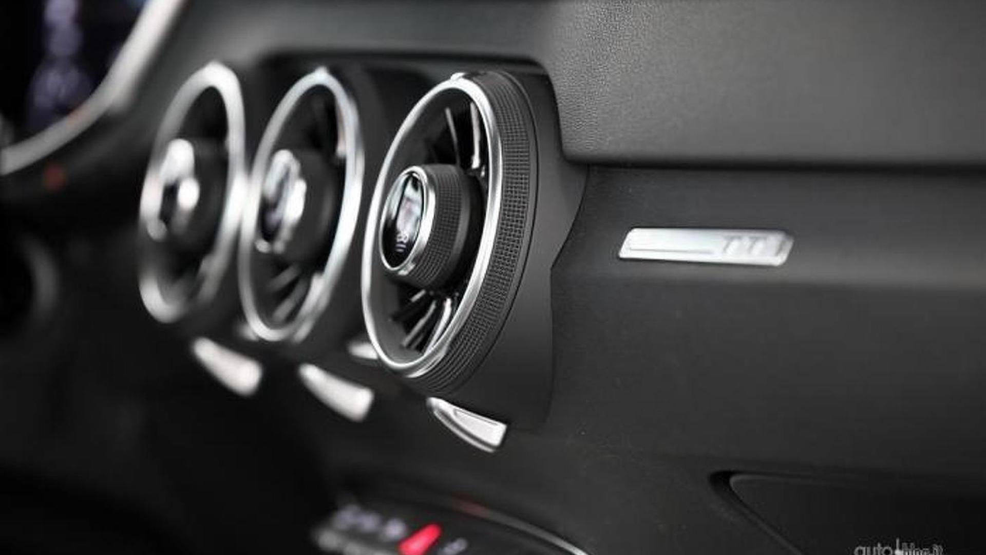 Сопла климатической системы в салоне Audi TT Nuvolari