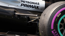 Broken suspension of Nico Rosberg, Mercedes AMG F1 W07 Hybrid