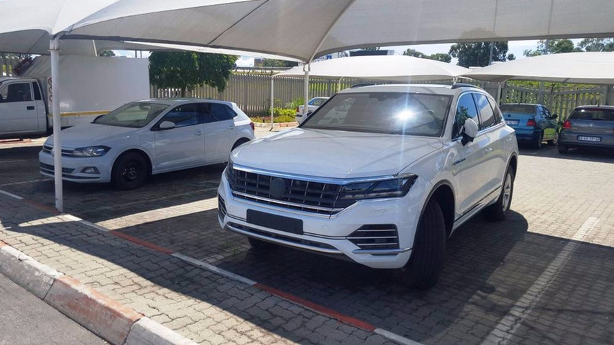 2018 VW Touareg Spotted Without Any Camouflage