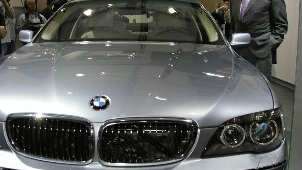 BMW Hydrogen 7 World Debut