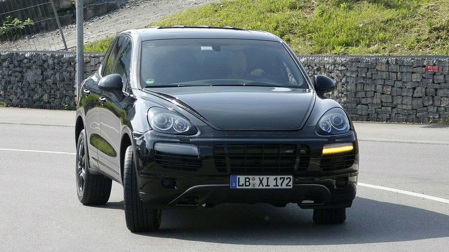 Next Generation Porsche Cayenne Spied on Video