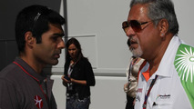 Karun Chandhok (IND), Hispania Racing F1 Team HRT with Vijay Mallya (IND) Force India F1 Team Owner - Formula 1 World Championship, Rd 14, Italian Grand Prix, 10.09.2010 Monza, Italy