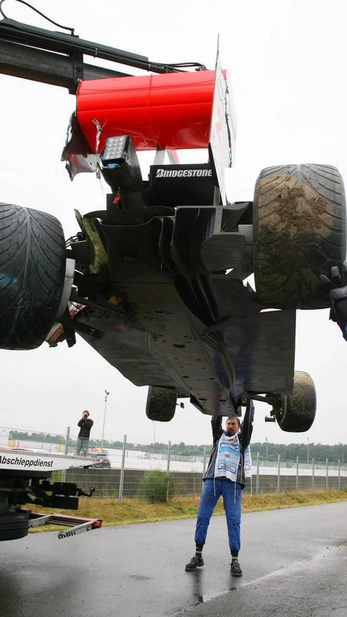 'Heavy' damage after Hamilton crash on wet track