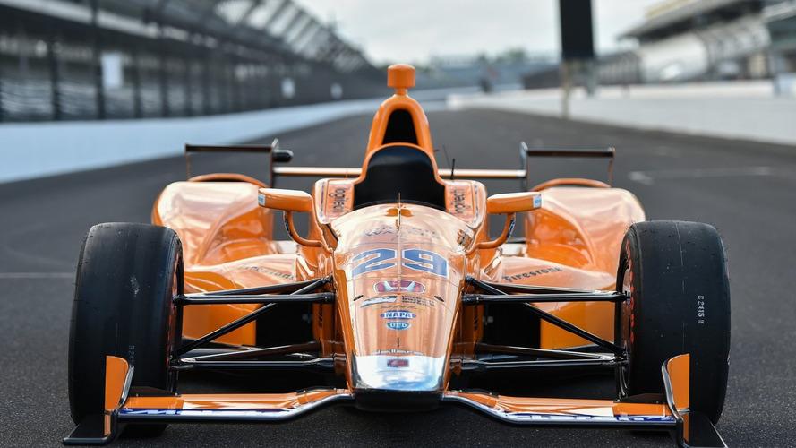 Presentado el coche con el que Alonso correrá en Indianápolis 2017