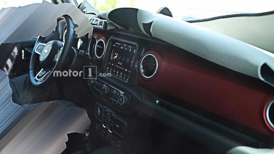 Jeep Wrangler 2018 tem detalhes do interior revelados em flagra