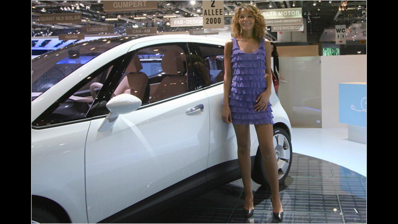 Die neue Mini-Mode: Frau zeigt wieder Bein