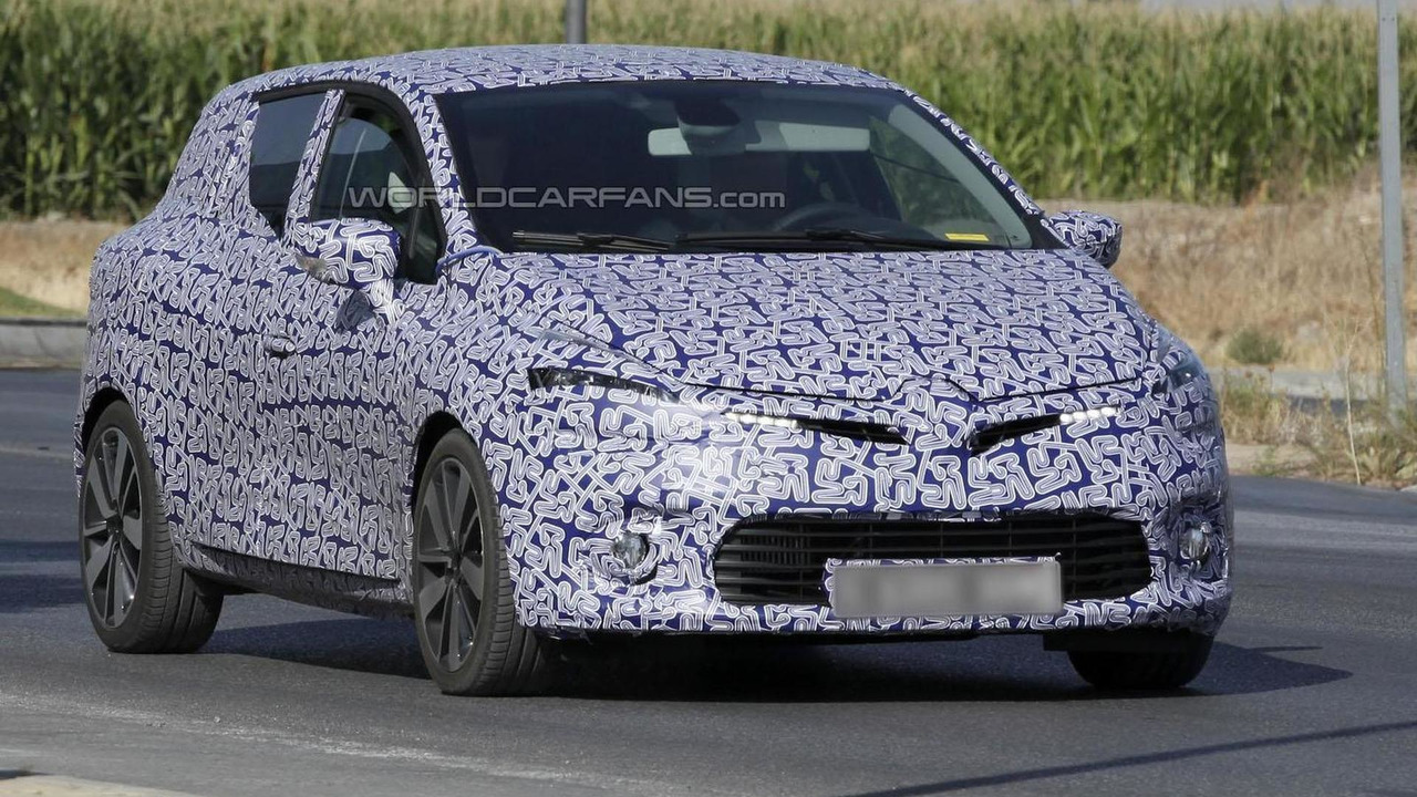 2013 Renault Clio Sports Tourer spy photo 24.9.2012
