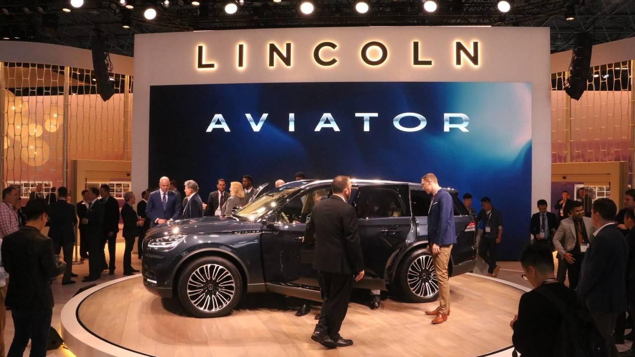 Lincoln Aviator concept at the 2018 New York Auto Show | Motor1.com ...