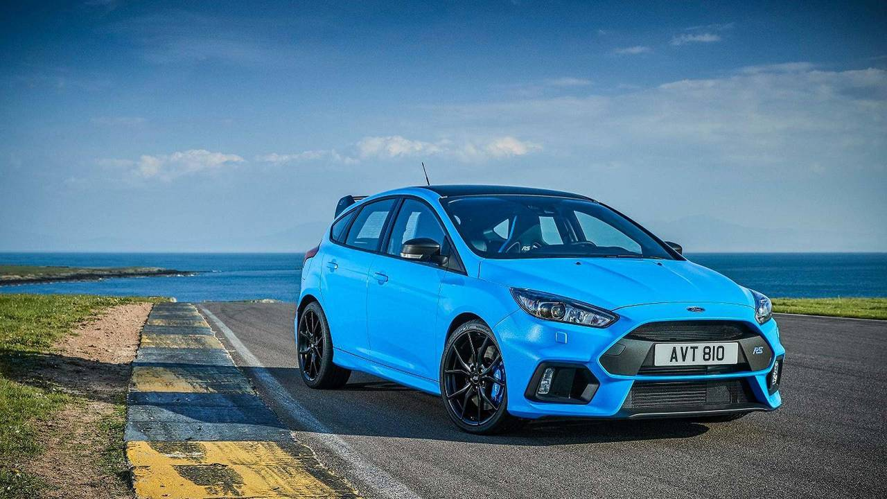 3. Ford Focus RS: 2.3L turbocharged I4, 350 hp, 350 lb-ft