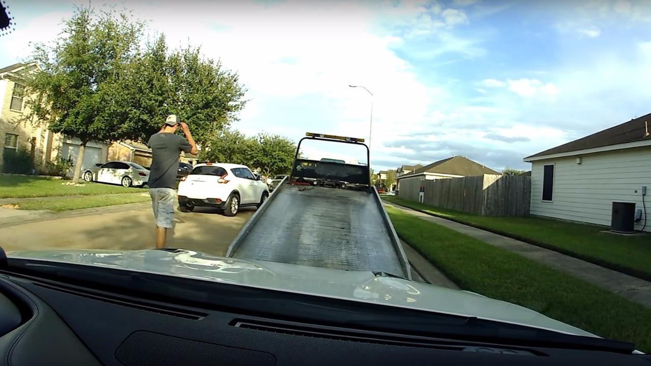 Nissan GT-R tow truck driver joyride