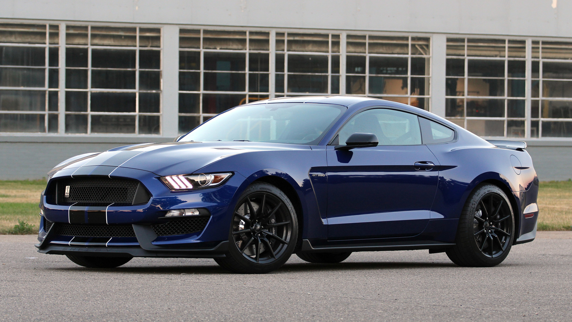 first drive 2016 ford shelby gt350 mustang. Black Bedroom Furniture Sets. Home Design Ideas