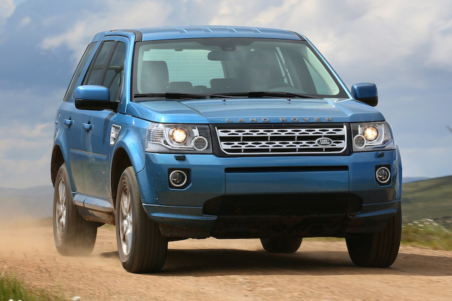 https://icdn-2.motor1.com/images/mgl/oWz8L/s1/land-rover-freelander-to-continue-life-under-tata-nameplate.jpg