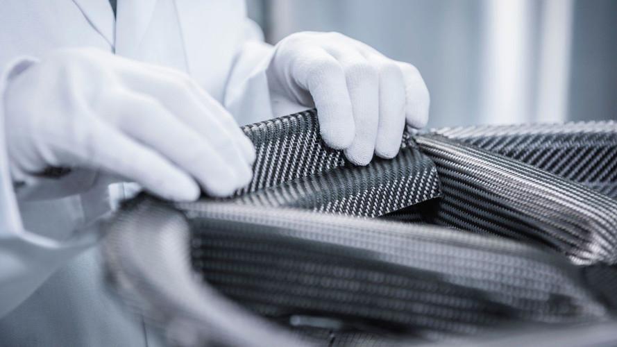 Porsche karbon fiber jantlar yüksek fiyatlarıyla tanıtıldı