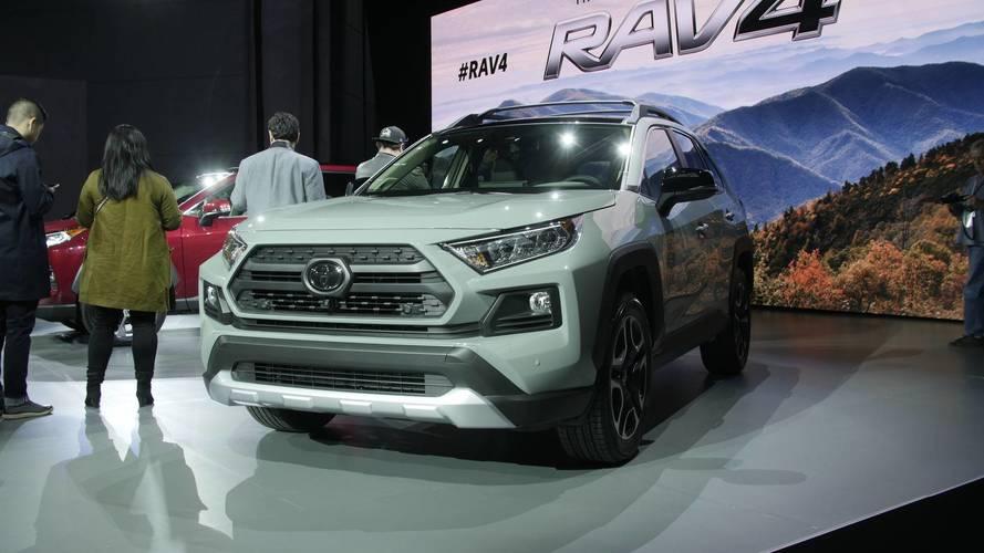 Toyota Rav4 Usa >> Watch Toyota Reveal The All-New RAV4 In New York