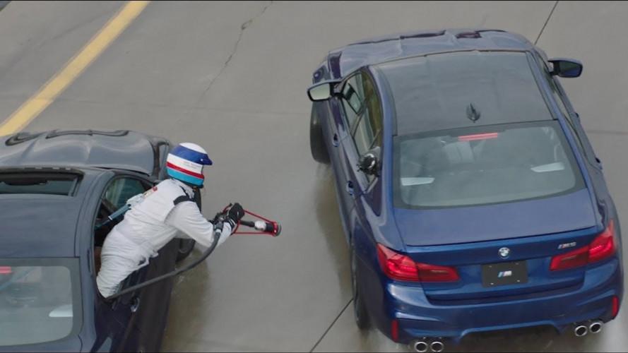 BMW prepara il rifornimento in drifting
