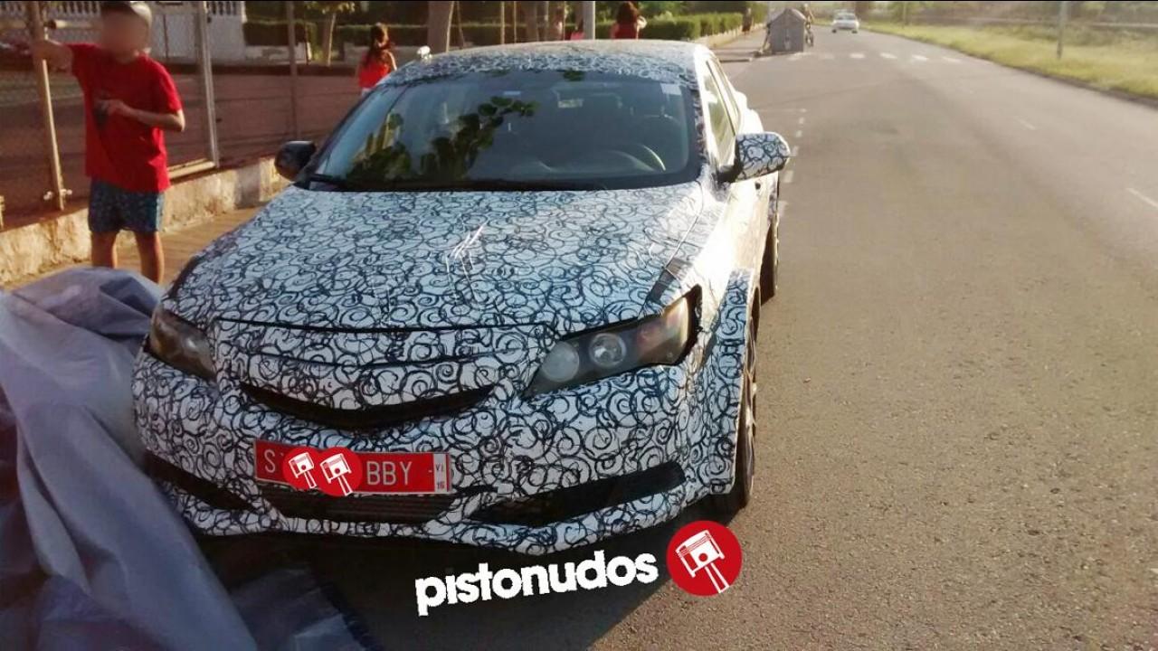Flagra! Honda testa versão esportiva do novo Civic Hatch