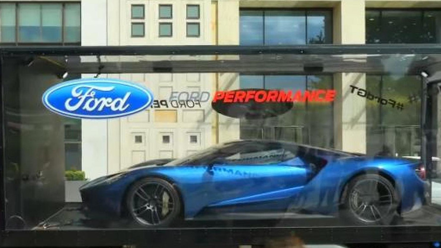 Ford GT tours London like a diecast model [video]