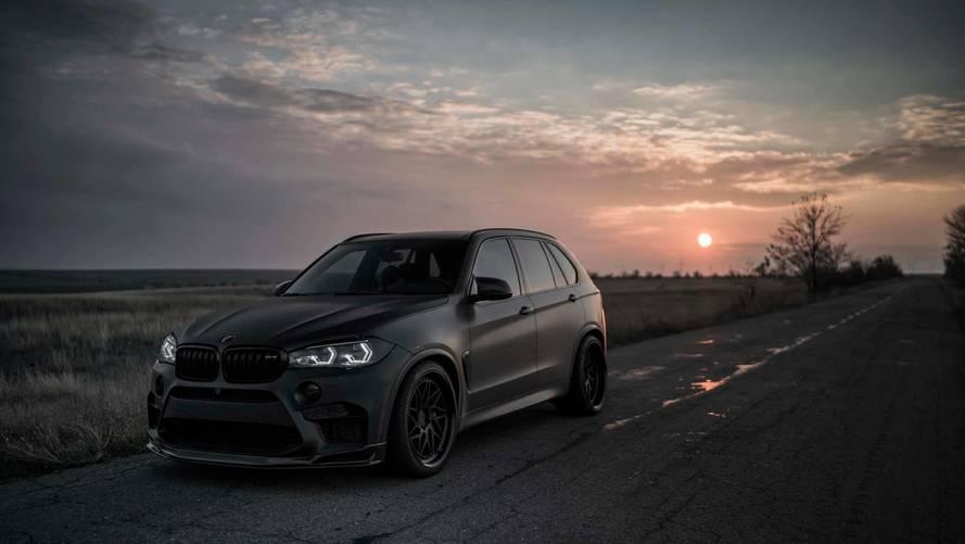 Mafya aracına benzeyen simsiyah BMW X5 M'e göz atın