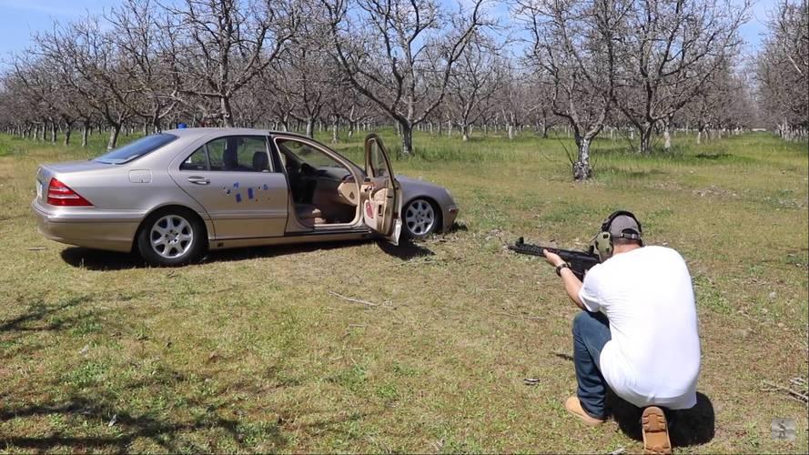 Mutatjuk, mennyire golyóálló egy átlagos Mercedes S-osztály