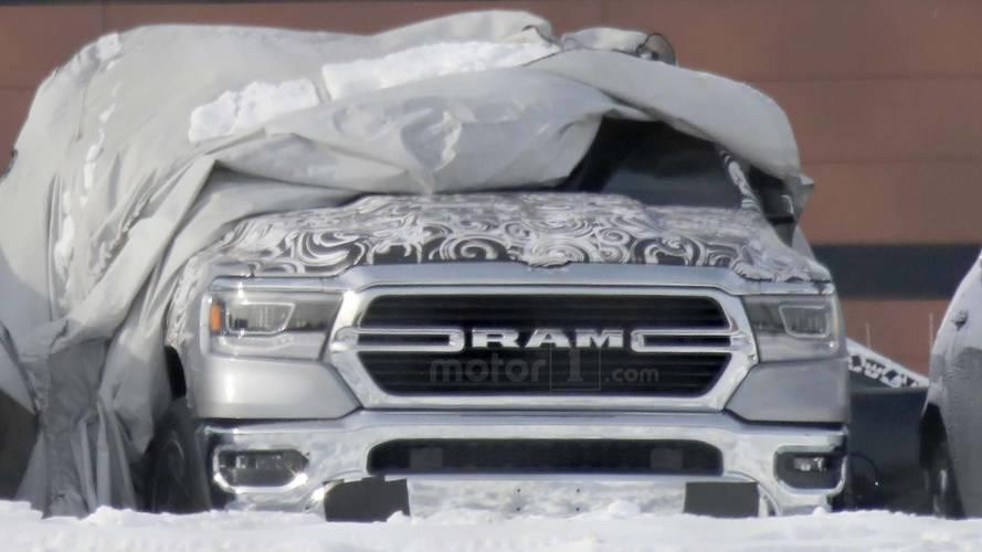 Flagra - Nova geração da RAM 1500 aparece pela 1ª vez sem disfarces