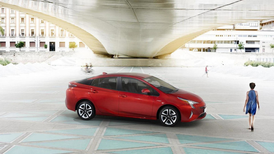2016 Toyota Prius recalled for airbag that can partially inflate