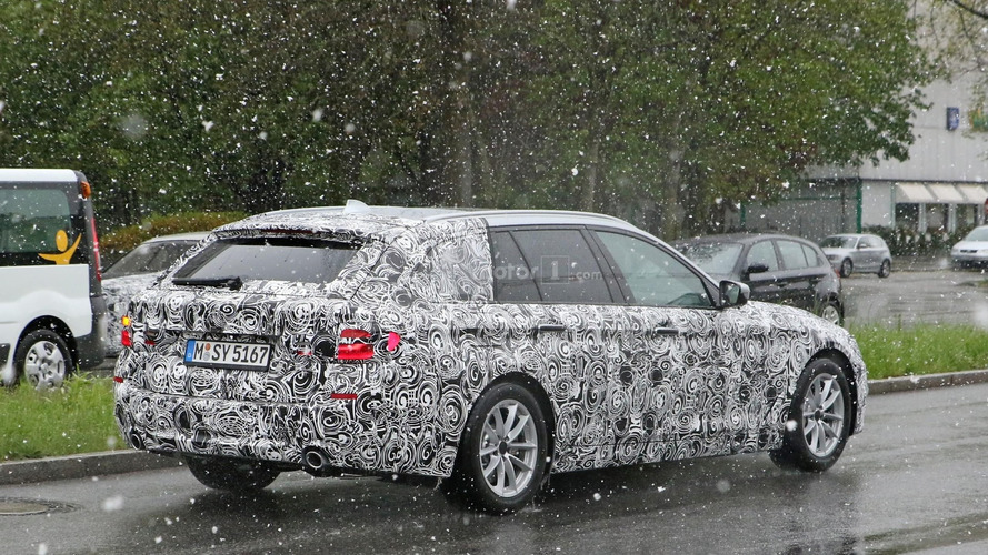 2017 BMW 5 Series Touring spied with production lights