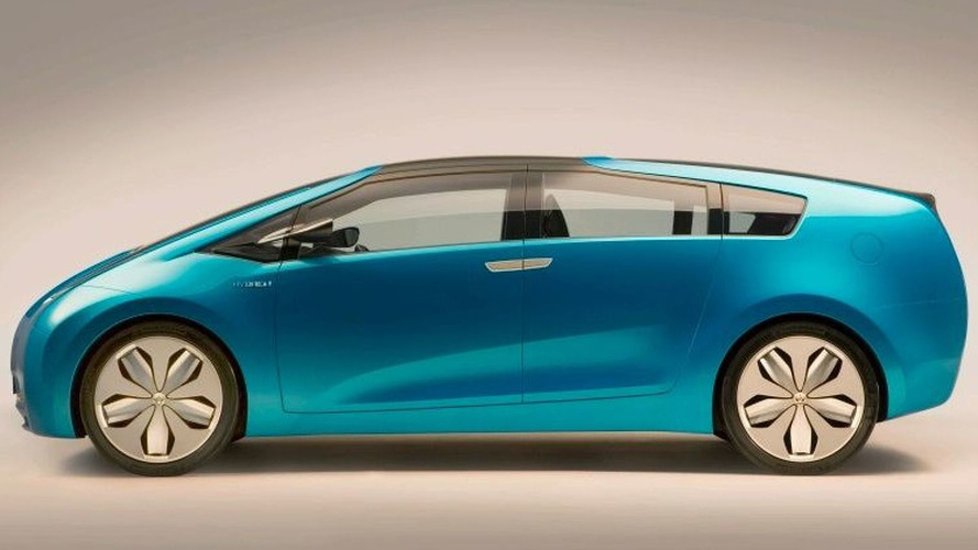 Toyota to Launch Station Wagon Prius for Next-Generation